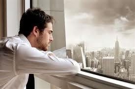 мужчина-грустит